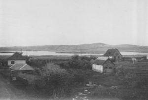 Kilátás a Velencei-tóra a gárdonyi vasúti felüljáróról. A fotó 1966-ban készült