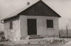 Az 1950-es évek végére elkészült Smolcz Géza és családja nyaralója, Jung Ferenc által.