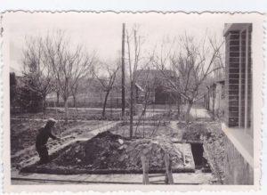 A képen Imre Dávid nagyszüleinek, Reviczky Gyula utcai háza épül,az 1940-es években