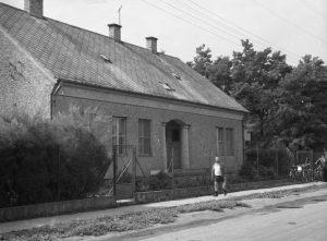 A Bóné Kálmán és az Ady Endre utca sarkán lévő orvosi rendelő az 1960-as években.