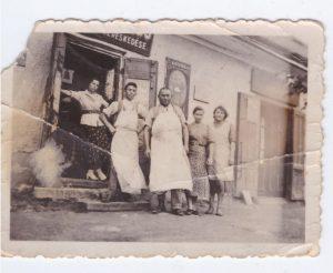 Kalmár Vilmos hentesáru boltja. A kép a II. világháború előtt készül.